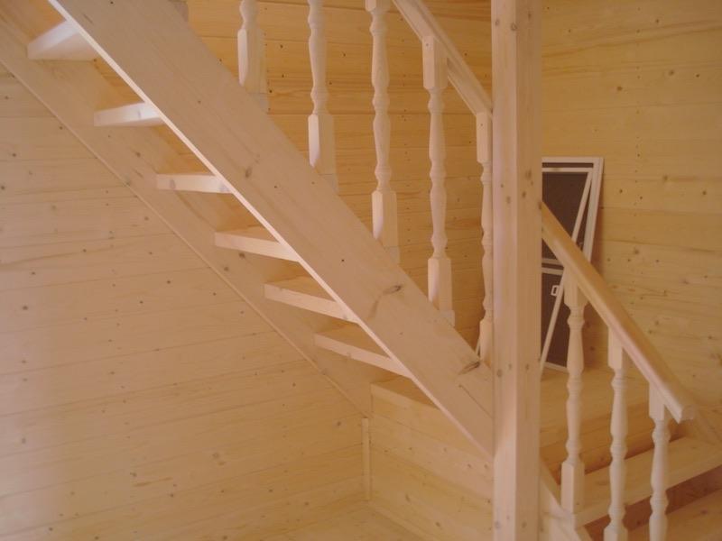Подъем по мансардной лестнице