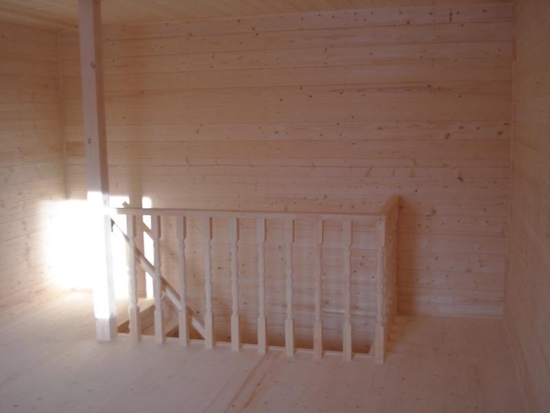 Мансардный этаж с видом на лестницу