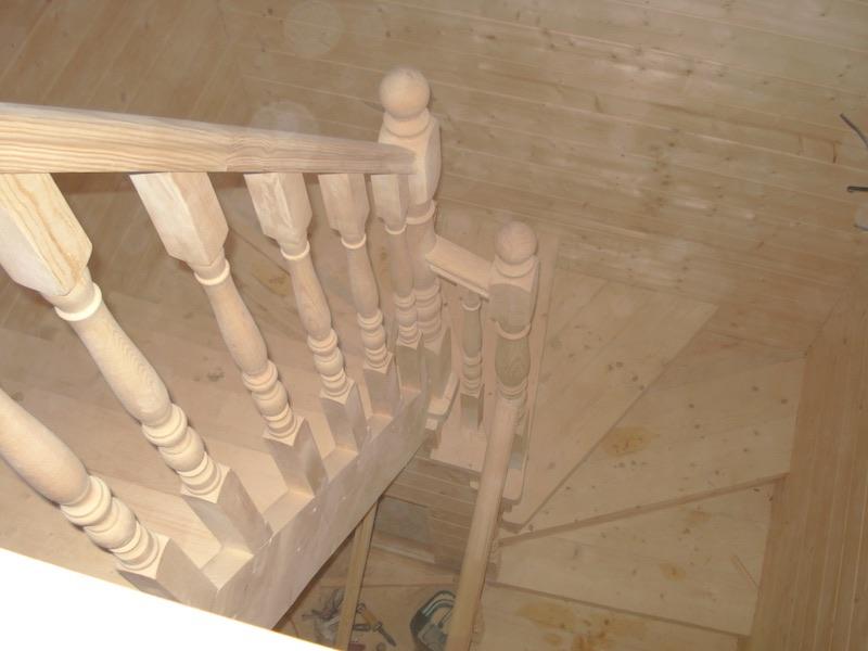 Подъем по лестнице на мансарду